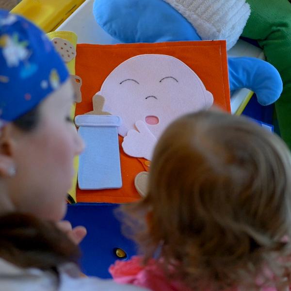 La dottoressa Monica assieme ad una paziente ed il suo bambino